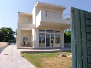 Beautiful Villa with Internet Access and A/C - Kremasti vacation rentals