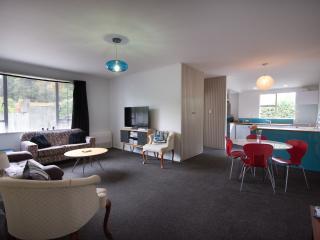 Bright 2 bedroom Condo in Dunedin - Dunedin vacation rentals