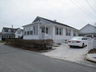 HEIGHTS BEACH COTTAGE 2 Bedrm 1 Bath, GREAT VIEWS 130741 - Falmouth vacation rentals