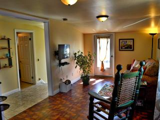 Nice 1 bedroom Port Colborne Apartment with Television - Port Colborne vacation rentals