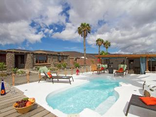 Cozy 3 bedroom Arrieta Villa with Internet Access - Arrieta vacation rentals