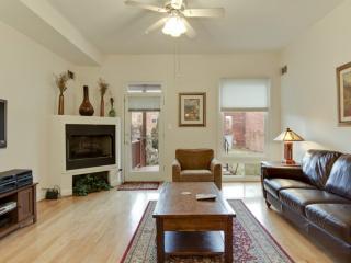 BRIGHT AND SPACIOUS 2 BEDROOM CONDO IN WASHINGTON - Washington DC vacation rentals