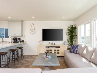 Sun-Filled and Totally Remodeled 2 Bedroom Apartment - Hermosa Beach - Hermosa Beach vacation rentals