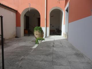 Palazzo Gentilizio de Maffutiis camera doppia/matr - Auletta vacation rentals