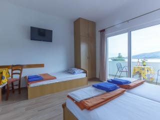 Beautiful 1 bedroom Marina Apartment with Internet Access - Marina vacation rentals