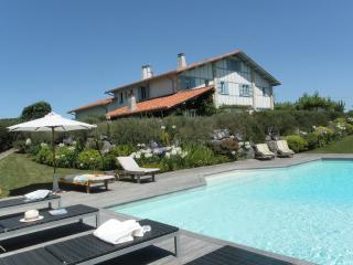 Suite Junior Supérieure  Maison Les Volets Bleus - Arcangues vacation rentals