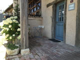 Convenient Apartment in Vonnas with Washing Machine, sleeps 4 - Vonnas vacation rentals