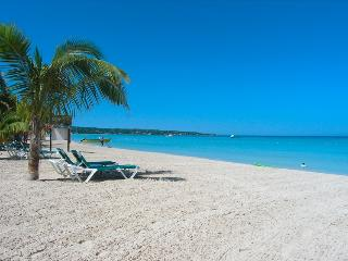 Sea View room on 7 mile beach- Ch - Negril vacation rentals