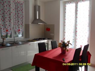 """Appartamento  """"Irenetta"""" a 20 minuti dal mare - Borghetto di Vara vacation rentals"""