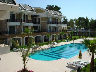 Cozy 2 bedroom Kemer Apartment with Internet Access - Kemer vacation rentals