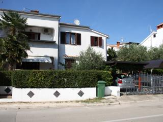 Nice 2 bedroom Porec Apartment with Housekeeping Included - Porec vacation rentals