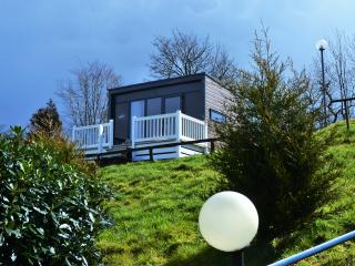 Contemporary glamping pod with spectacular views - Doublebois vacation rentals