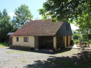Beautiful 2 bedroom Cottage in Gavray with Internet Access - Gavray vacation rentals