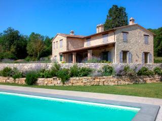 VILLA UMBRIA DREAM, infinity pool. LUXURY & DESIGN - Todi vacation rentals