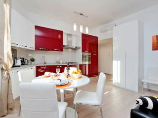 Rome Vacation Rentals Tasso Cheap 1BR/2BATHS WIFI - Rome vacation rentals