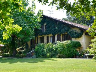 Old Landaise Farmhouse with all Mod Cons - Saint-Paul-Les-Dax vacation rentals