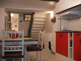 Maison de village tout confort - Caux vacation rentals