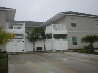 Los Cabos Mid Island condo 2-3 MINUTE WALK BEACH - South Padre Island vacation rentals