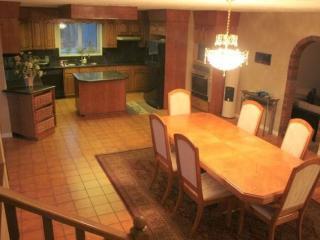 7 bedroom furnished main floor house in Lessard - Edmonton vacation rentals