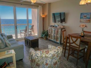 Updated 17th flr Slps 6, beach chairs included - Panama City Beach vacation rentals