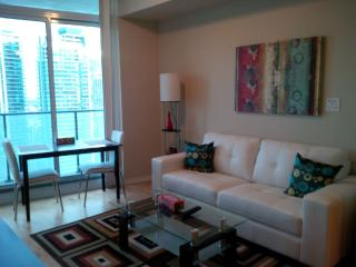 1 Bed + Den Stylish Downtown Condo Harbourfront - Toronto vacation rentals