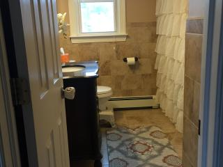 Beautiful 2 Bedroom Apartment 20 minutes from NYC - Totowa vacation rentals