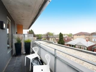 Super Chic & Central! 1 BR APT+WIFI - St Kilda vacation rentals