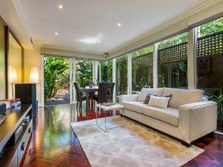 Exec Style BIG! 3 BR HOUSE+WIFI - Melbourne vacation rentals