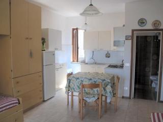 Appartamento Monolocale Lorenza - Magazzini - Magazzini vacation rentals