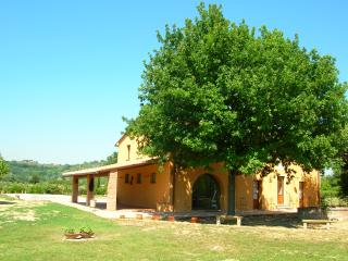 Appartamento Quercia: relax in Tuscany - Forcoli vacation rentals