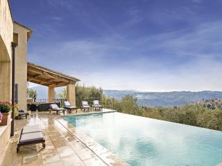 Bright 4 bedroom Villa in Carros - Carros vacation rentals