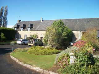 7 bedroom Farmhouse Barn with Internet Access in Fougerolles-du-Plessis - Fougerolles-du-Plessis vacation rentals