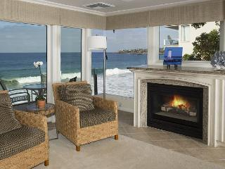 On the waters edge- 2 bdrm, best location, luxury. - Laguna Beach vacation rentals
