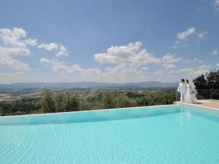 Villa privata con piscina panoramica - Loro Ciuffenna vacation rentals