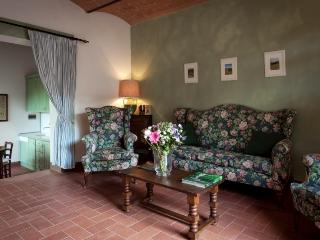 Appartamento Aquila - Asciano vacation rentals