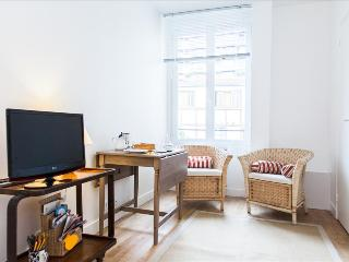 Charming Condo with Internet Access and Television - 11th Arrondissement Popincourt vacation rentals