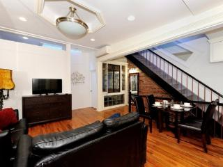 Stylish Duplex 3BR/2BA in Midtown West for 6 - NYC - New York City vacation rentals