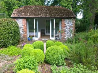 Idyllic Hampshire Hideaway - The Orchard Studio - Winchester vacation rentals