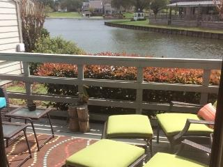 Furnished lake-edge Condo on Lake Conroe. - Montgomery vacation rentals
