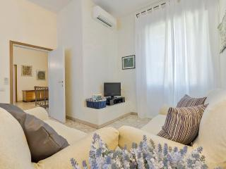 Phoenix- 1 bdr apartment in Florence's Porta al Prato area - Florence vacation rentals