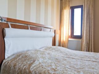Luxe B&B Tournesol hart Dordogne - Bezenac vacation rentals