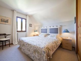 Nice House with Internet Access and Satellite Or Cable TV - Bezenac vacation rentals