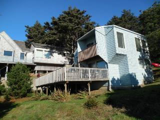 Cozy House with Deck and Internet Access - Cannon Beach vacation rentals