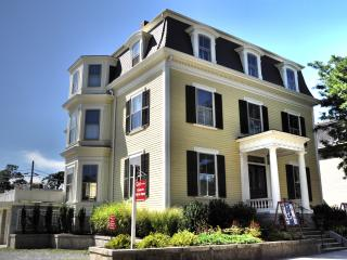 Fabulous Plantation Suite walk to Brown - Providence vacation rentals
