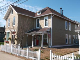 HISTORICAL LOCKERBIE SQUARE VACATION HOME-VOTED #1 - Indianapolis vacation rentals