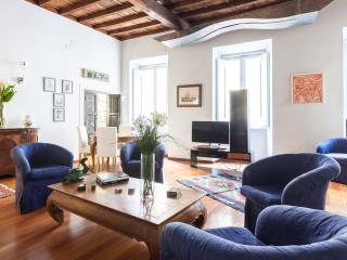 Top livel and luxury apartment Trevi - AC - Wifi - Rome vacation rentals