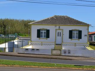 Santa Cruz Apartment T1 - Praia da Vitória vacation rentals
