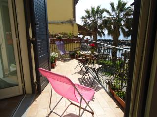 2 bedroom Bed and Breakfast with Internet Access in Pozzuoli - Pozzuoli vacation rentals