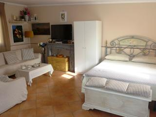 Lovely 1 bedroom House in Piano di Sorrento with Internet Access - Piano di Sorrento vacation rentals