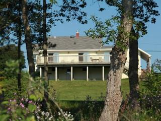 Beautiful House with Long Term Rentals Allowed (over 1 Month) and Television - Algoma vacation rentals